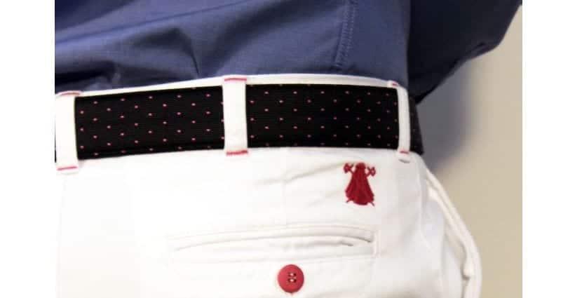 Cinturón a juego del pantalón blanco
