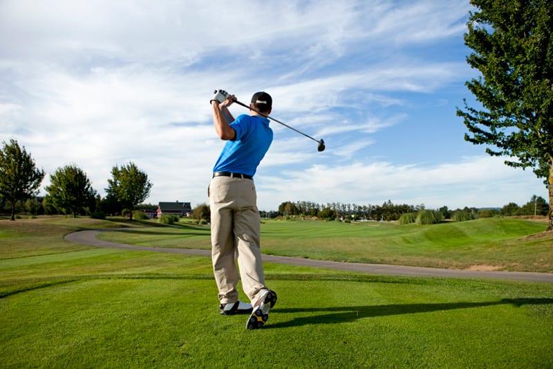 jugar-golf