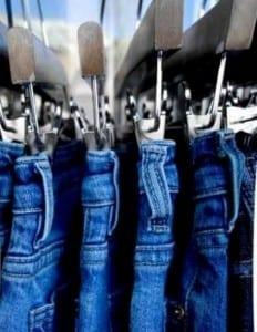 Jeans en percheros