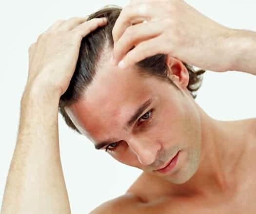 El bálsamo para los cabellos fruktis el volumen y la reconstitución