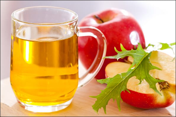 Brillo y limpieza del cabello con vinagre de manzana