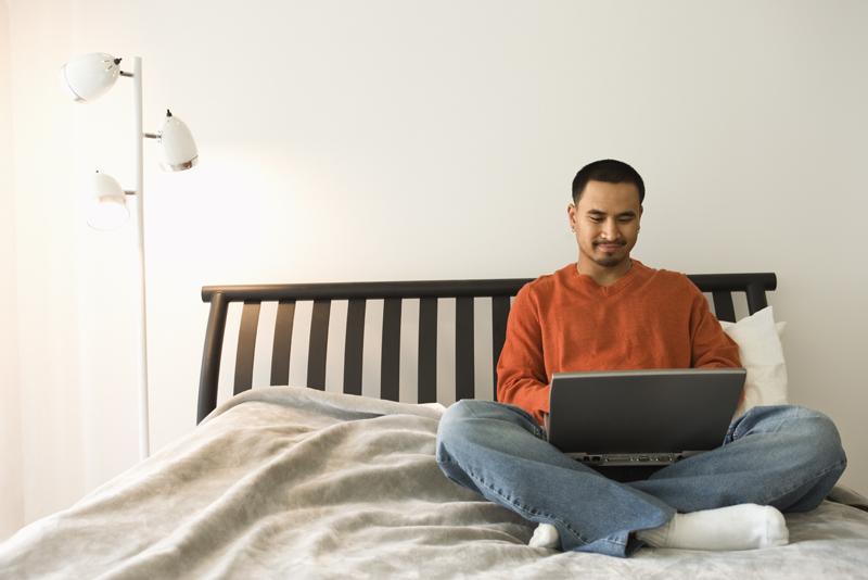 Consecuencias del uso nocturno de tablets y laptops