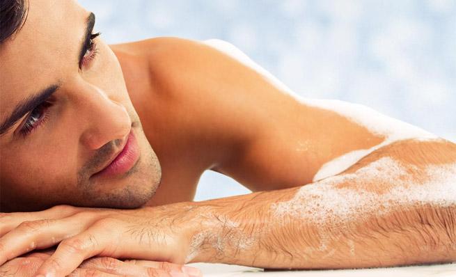 Cómo cuidar la piel grasa masculina