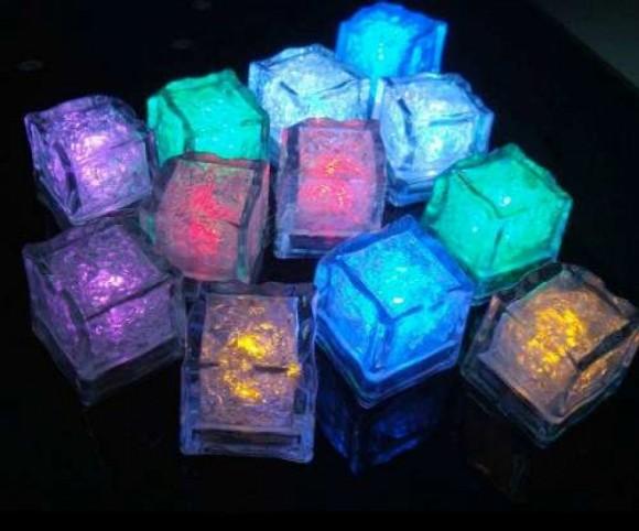 Tu alcoholímetro personal con cubos de hielo LED