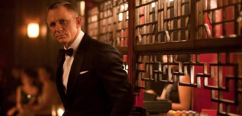 James Bond con esmoquin