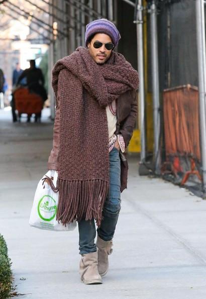 Lenny Kravitz con bufanda oversize