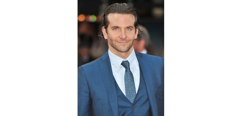 Bradley Cooper con traje