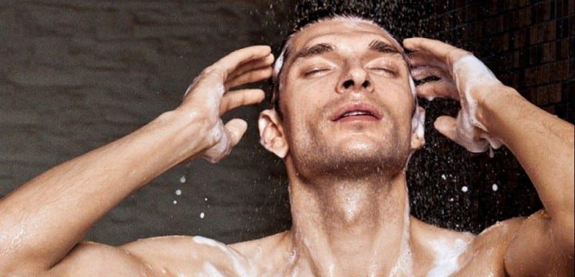 hombres_lavarse_cabello