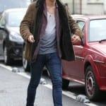 Harry Styles con botas Chelsea