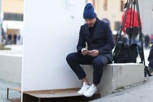 Traje más zapatillas, looks de street style hombre, otoño 2015 (7)