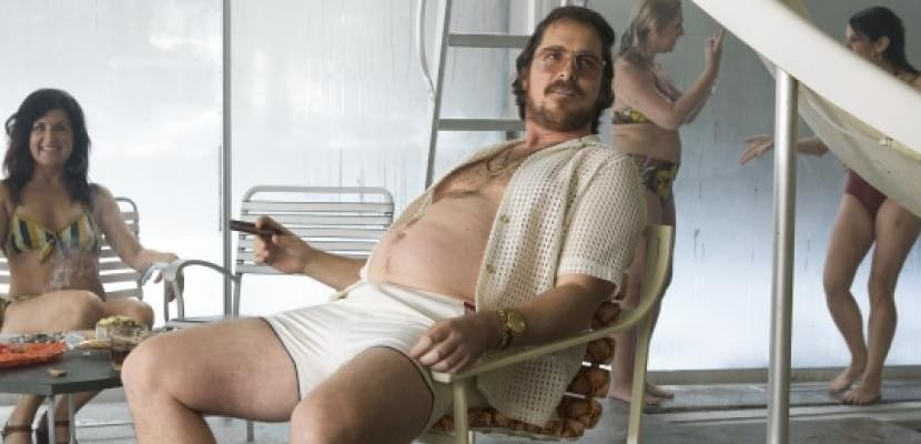 Christian Bale con barriguita