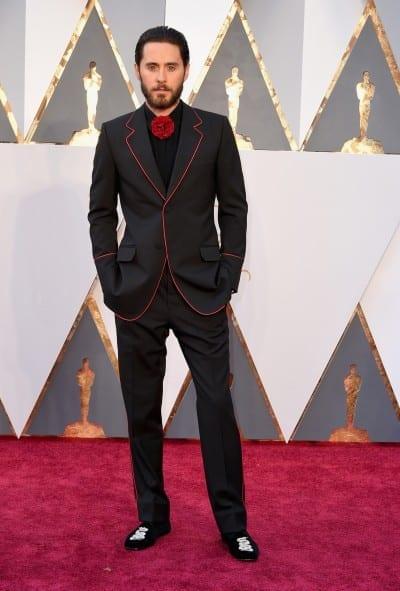 Jared Leto con un esmoquin pijama de Gucci
