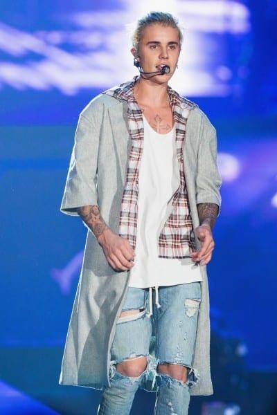 Justin Bieber vestido de Calvin Klein