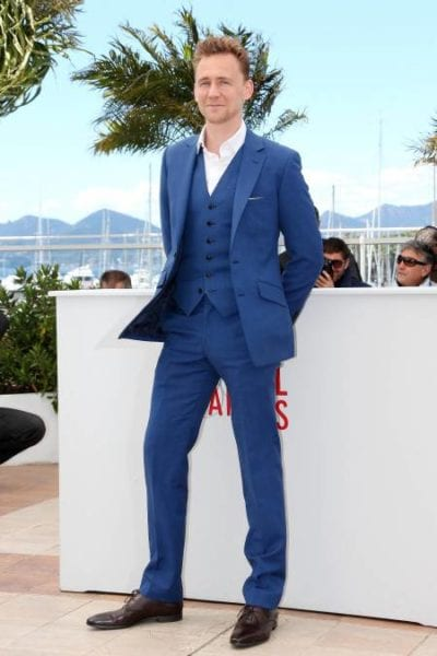 Tom Hiddleston con traje azul