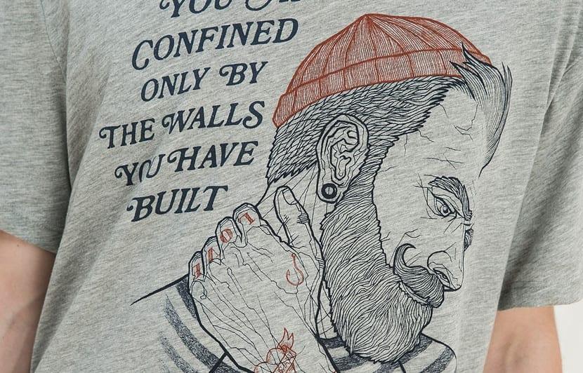 Camiseta con cabeza de marinero de Bershka