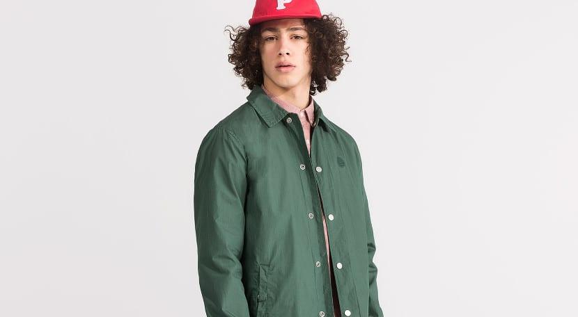 chaqueta-entrenador-verde-pull-and-bear