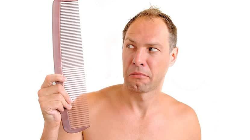 Hombre con caída del pelo
