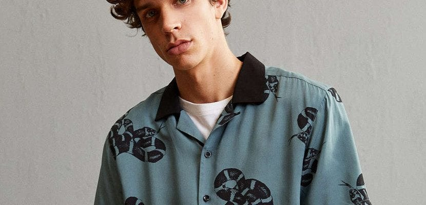 Camisa con serpientes