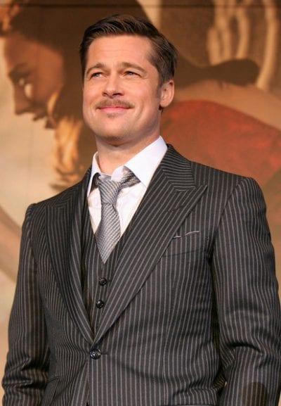 Brad Pitt con raya lateral