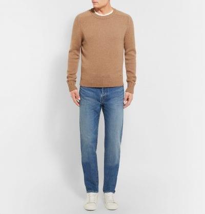 Jersey marrón con jeans