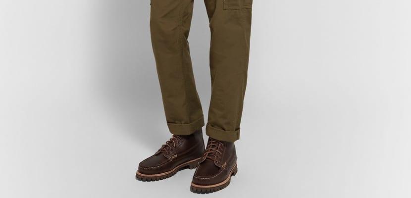 Botas de trabajo mocasín con pantalones cargo