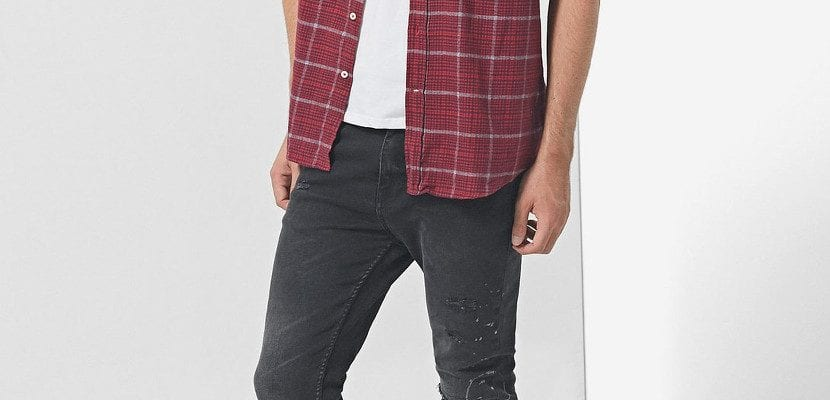 Camisa de cuadros con jeans