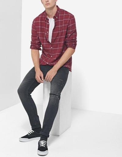 Look casual con camisa de cuadros