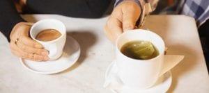 té o café