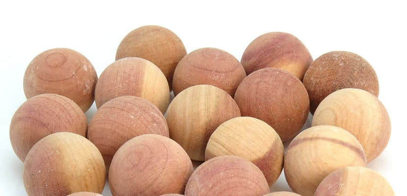 Bolas de madera de cedro