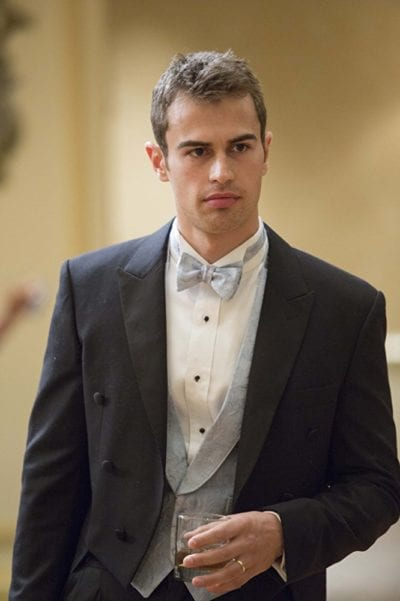 Theo James con corte de pelo degradado