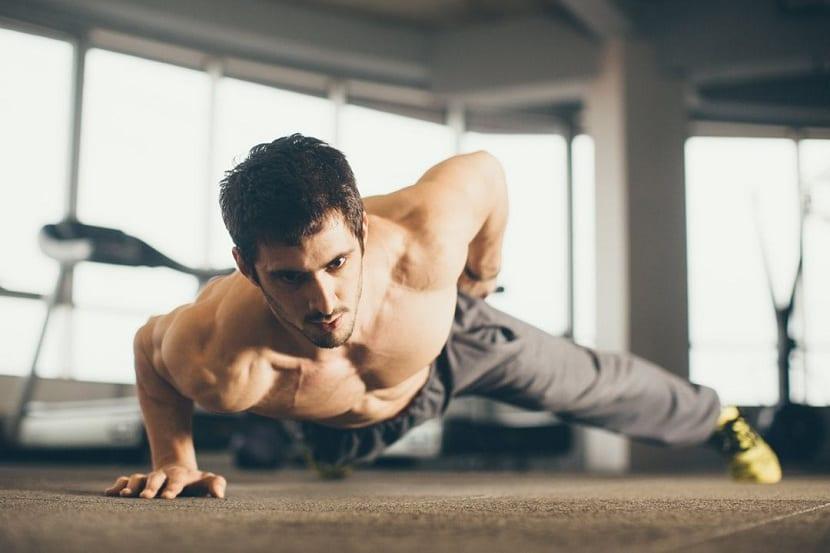 Consecuente y disciplinado para mejorar músculos