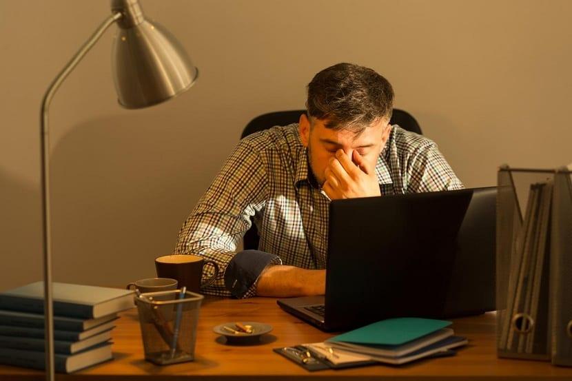 Exceso de trabajo y vista cansada