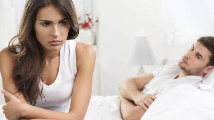 Mujer indignada por malas relaciones sexuales