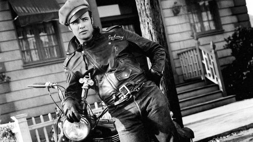 Marlon Brando con una chupa de cuero