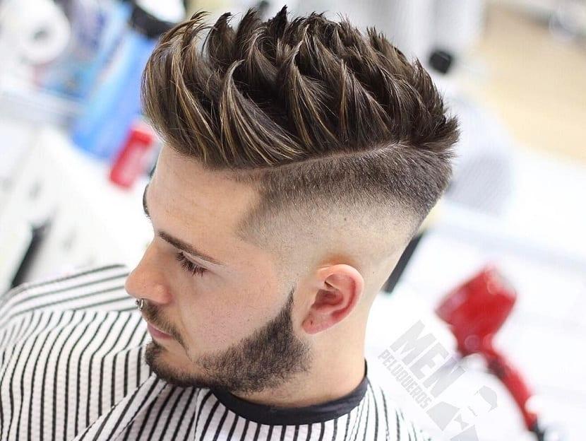 Peinado skin fade alto