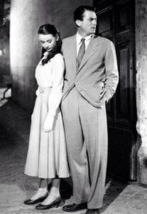Gregory Peck y Adufrey Hepburn con vestimenta de los años 50