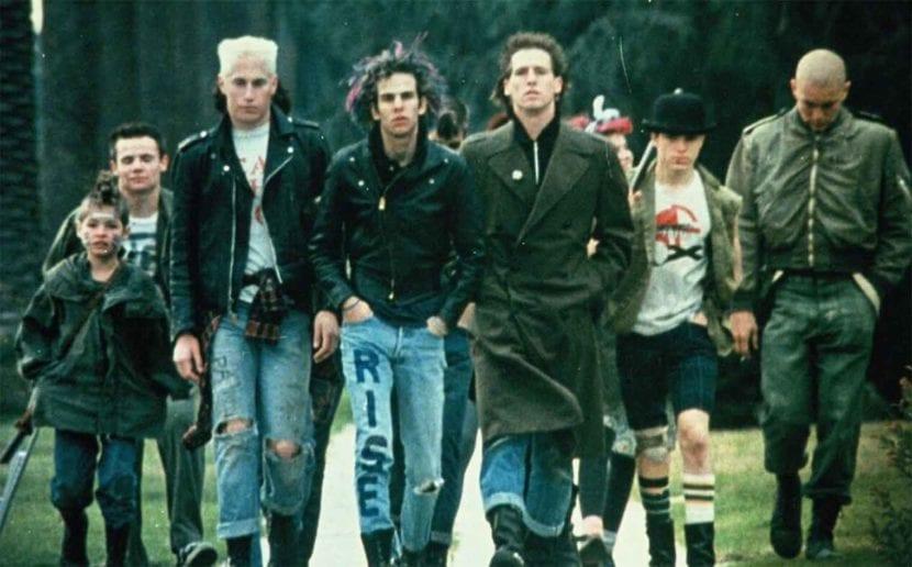 Punks de los años 80 en 'Suburbia'