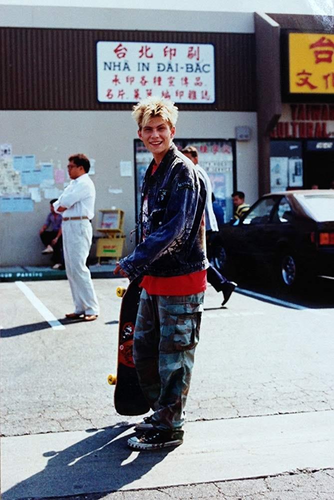 Christian Slater con pantalón de camuflaje