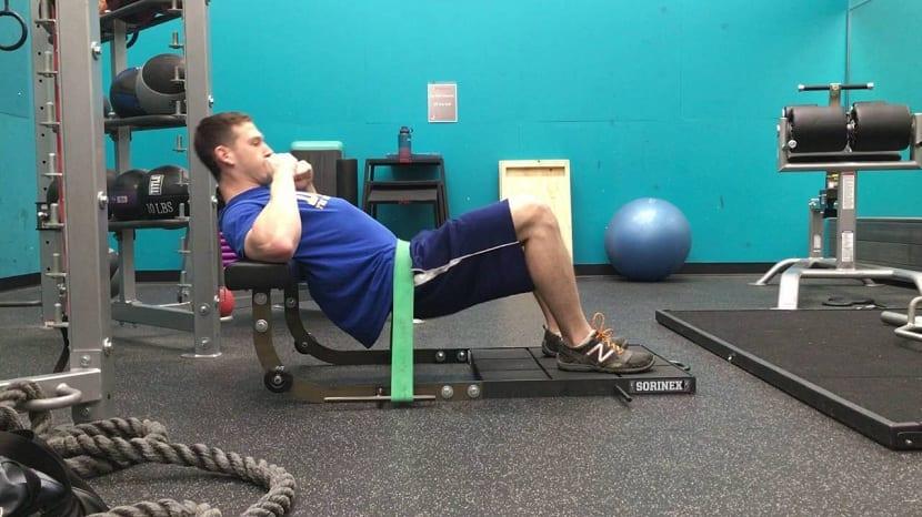 Hip thrust con bandas elasticas