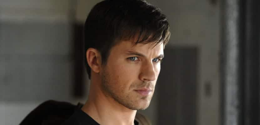 Matt Lanter con flequillo