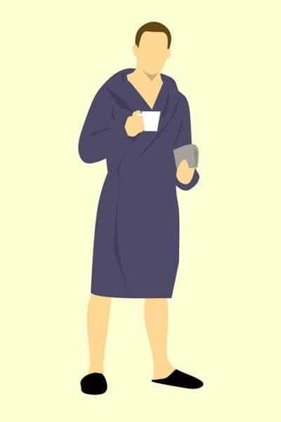 Hombre en albornoz con café y periódico