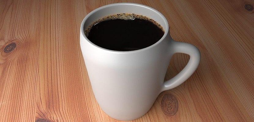 Taza de café sobre la mesa
