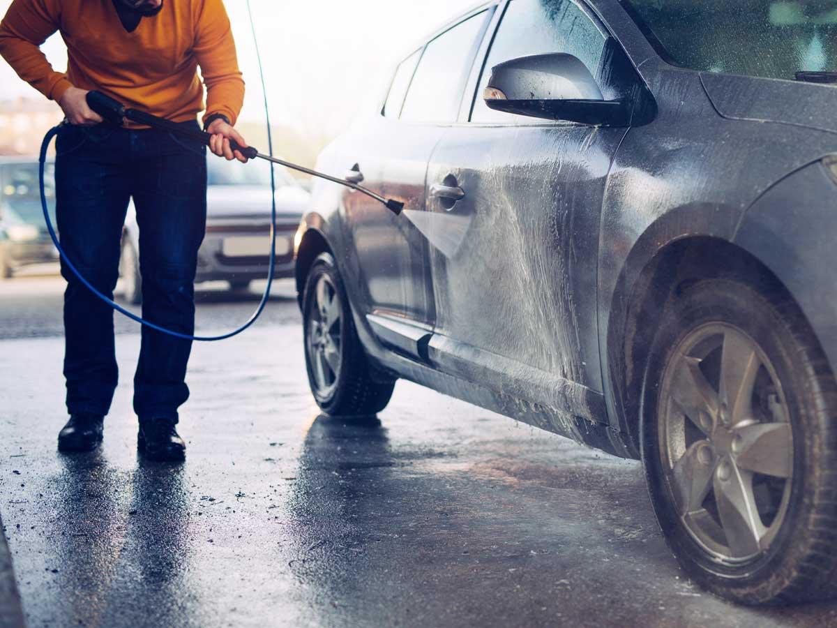 como lavar el coche en autolavado