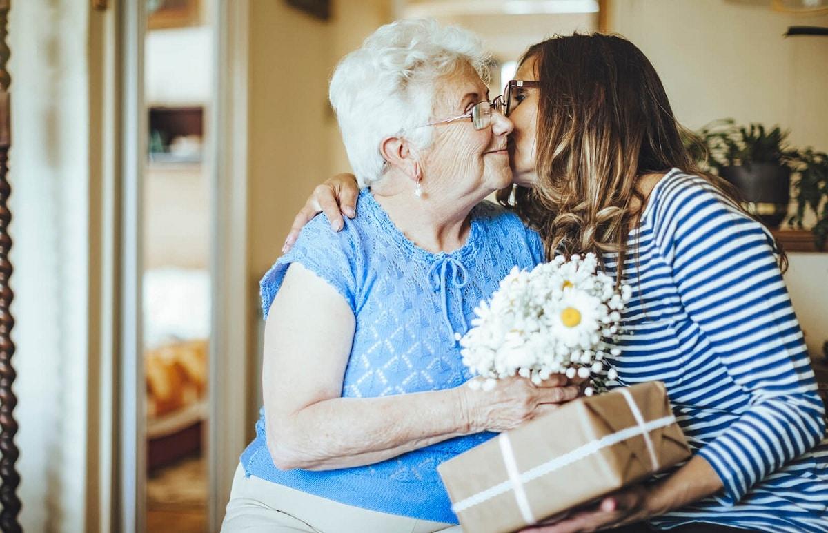 5 ideas de regalos para padres mayores