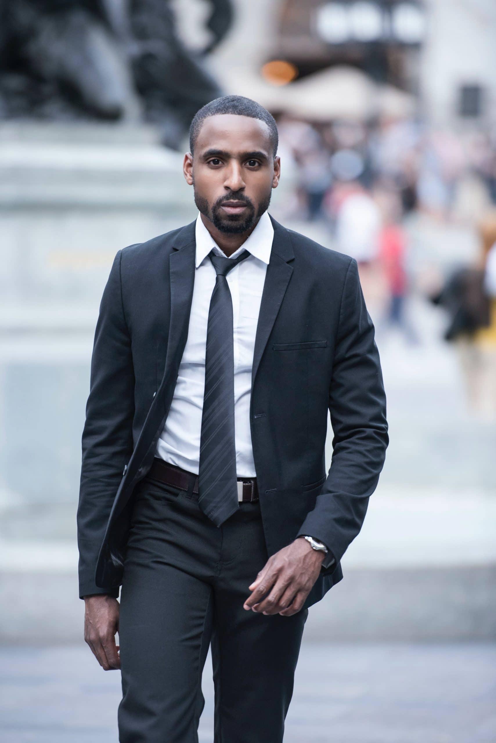 Hombre con traje bien vestido