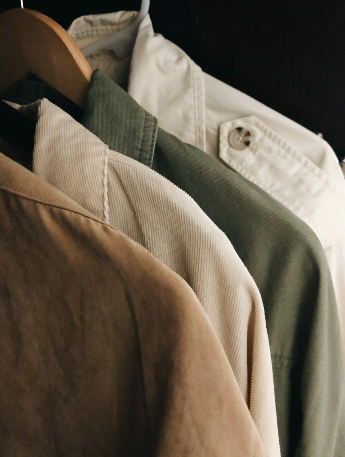 Qué colores favorecen más al vestir en un hombre