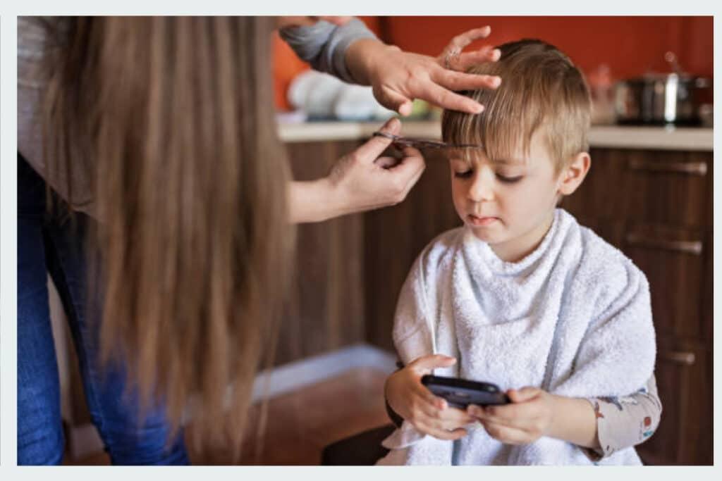 Cómo cortar el pelo a un niño