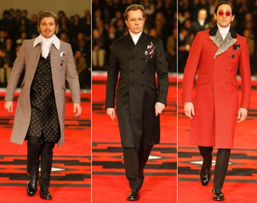 Garrett Hedlund, Gary Oldman y Adrien Brody en el desfile de Prada en la Milan Fashion Week